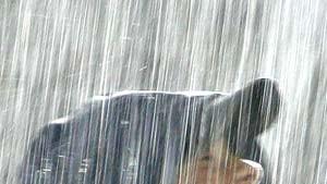 Die Athleten in Helsinki stehen im Regen