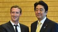 Japans Regierungschef entdeckt Facebook