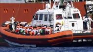 Spanien lässt Mittelmeer-Flüchtlinge einreisen