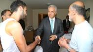 Tillich besucht das Flüchtlingsheim in Freital