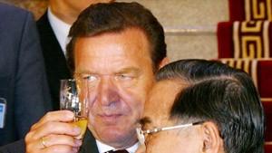 Schröder fordert von Vietnam Öffnung nach innen und außen