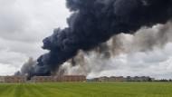 Großbrand in Europas größtem Reifenlager