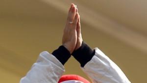 Der Chef ergriffen, Alonso kühl, Hamilton korrekt