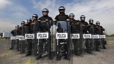 Ordentlich positioniert und in voller Montur zeigt sich das Sondereinsatzkommando der Polizei von Mexiko Stadt.