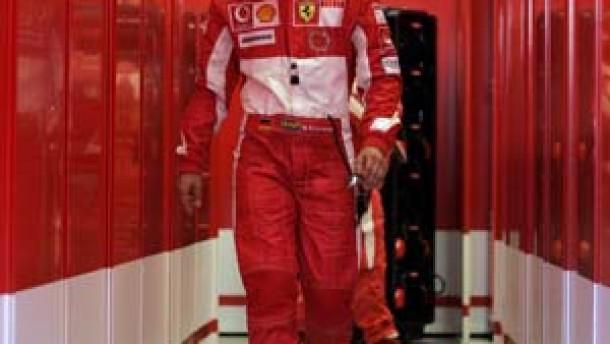 Schumacher läßt Ferrari weiter zappeln