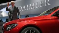 Daimler blickt trotz Rekordergebnissen vorsichtig in die Zukunft