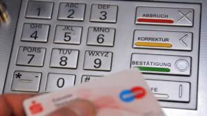Happy bargeldlos: Der Geldautomat wird 40