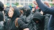 """Rangeleien bei Widerstand Ost/West""""-Kundgebung"""