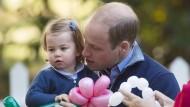 Einjährige Charlotte spricht erstes Wort in der Öffentlichkeit