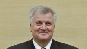 Seehofer entschuldigt sich für Landesbank-Krise