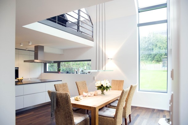 offenes wohnzimmer küche:Offenes Wohnen: Auf der Galerie über der Küche liegt das Wohnzimmer.