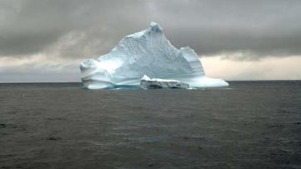 Stürme brechen Eisberge entzwei