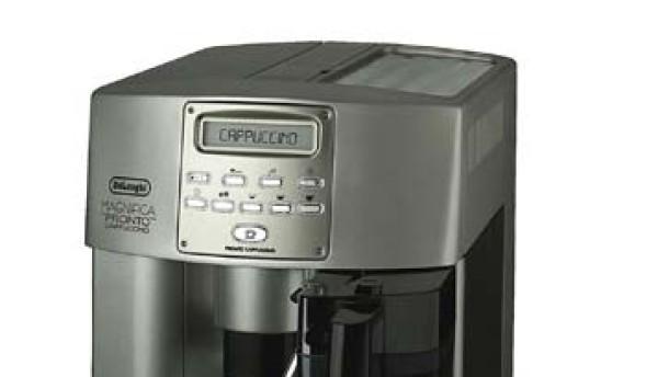 Milchschaum und Kaffee auf Knopfdruck