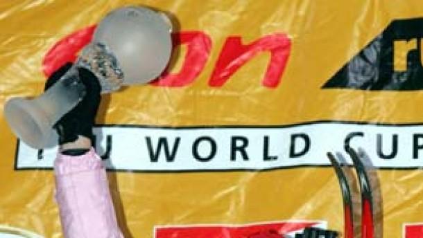 Kati Wilhelm gewinnt - Fischer verteidigt Gelbes Trikot