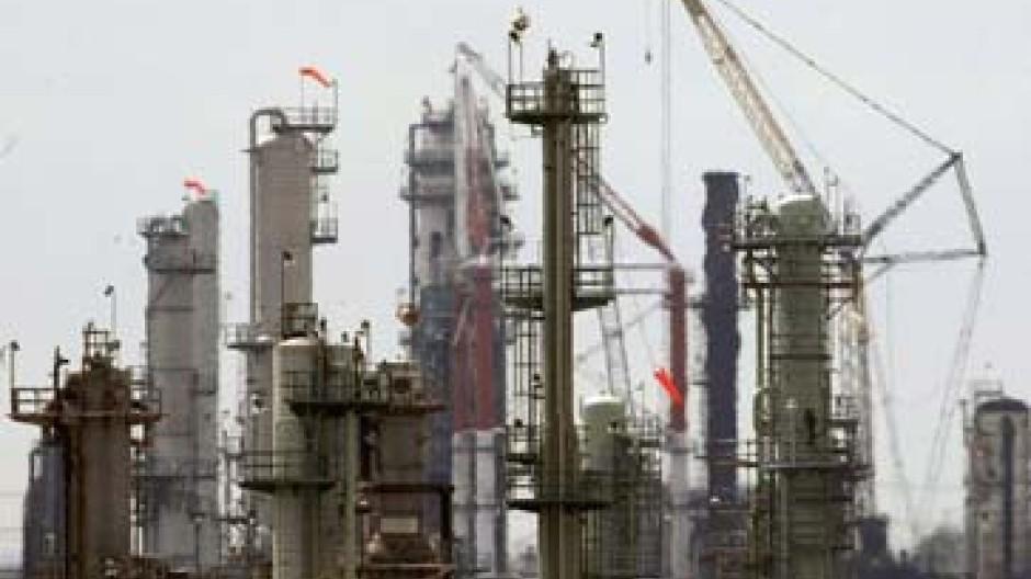 Noch immer stehen Raffinerien still