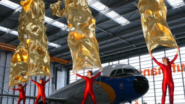 Europas größte Flugzeug-Werft in Betrieb