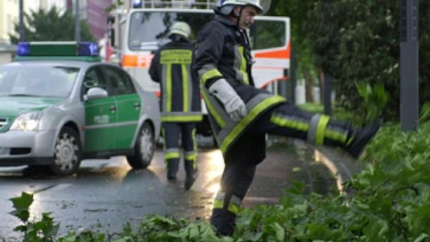 Tote und Verletzte bei Unwettern