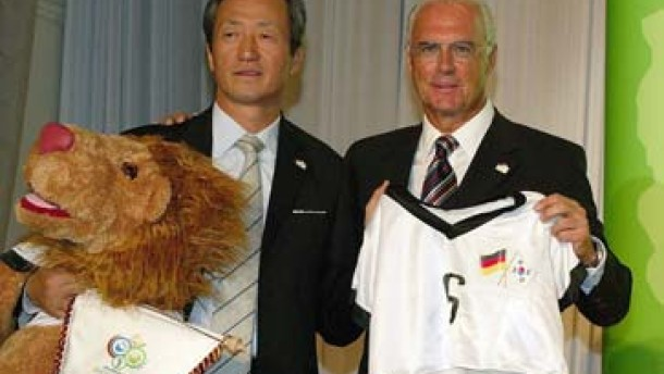 Beckenbauer zückt den Bauchpinsel