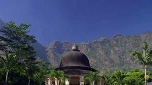 """Der Berg bewegt sich: Zu Gast am Fuße des Merapi - in Borobudur und dem """"Amanjiwo Resort"""" auf Java in Indonesien."""