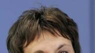 Ministerin Brigitte Zypries zeigt großes Interesse am Juristentag