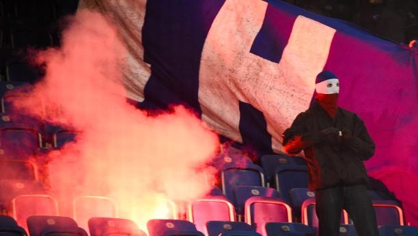 Krawalle überschatten DFB-Pokalspiel