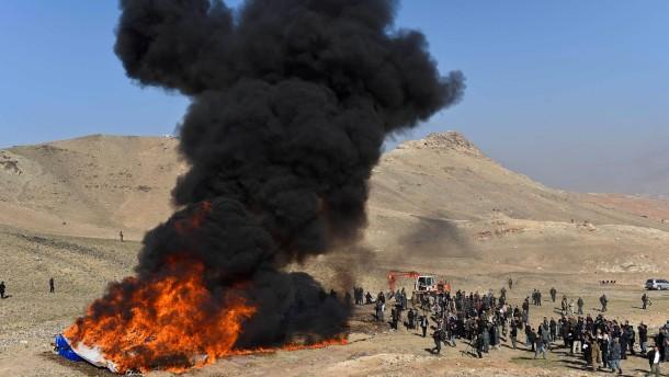 18 tonnen drogen vernichtet  gro u00dfes feuer in afghanistan - gesellschaft