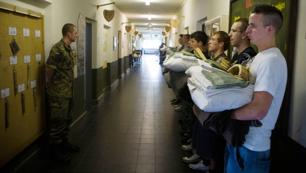 Verteidigungsministerium rechtfertigt Aufnahme minderjähriger Rekruten
