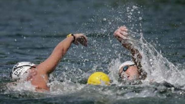 Langstreckenschwimmerinnen im Nahkampf