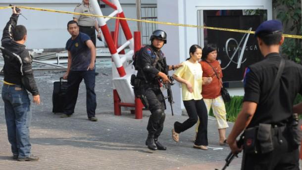 Neun Tote bei Anschlägen auf Hotels
