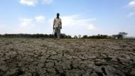 Mit Waffen gegen Wasserdiebe in Indien