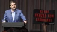 Gabriel nutzt Kirchentagsauftritt für Kritik an Merkel und Trump
