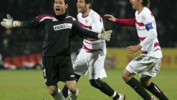 Torwart-Treffer rettet Titelverteidiger FC Sevilla