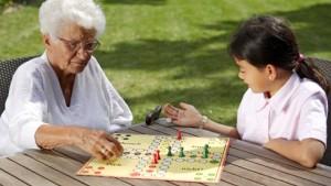 Bildung für Kinder, Pflege für alte Menschen