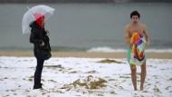 Winterwetter sorgt für eingeschneite Strände