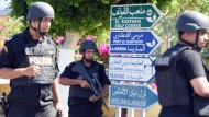 Touristen fliehen nach IS-Anschlag auf Hotel