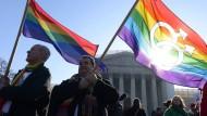Oberstes Gericht befindet Homo-Ehe für zulässig