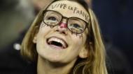 70.000 Fußballfans singen die Marseillaise