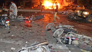 Viele Tote bei Anschlag auf Bhutto