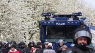Zusammenstöße zwischen rechten Demonstranten und Polizei