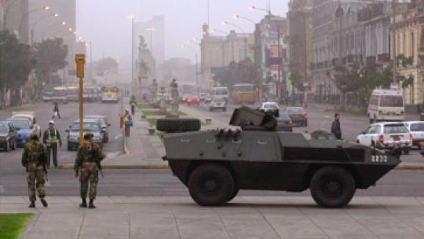 Weitere Zusammenstöße zwischen Streikenden und Polizisten