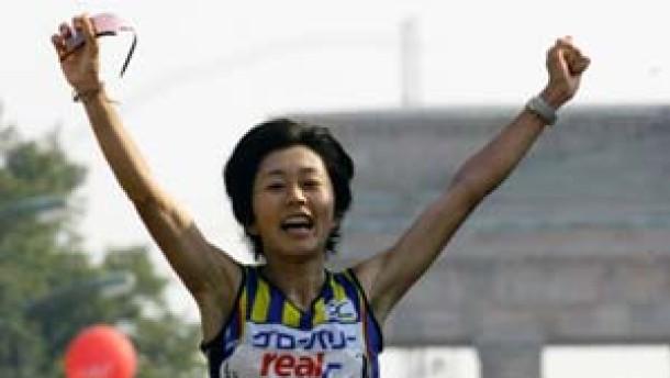 Mizuki Noguchi läuft nach Plan, Philip Manyim hört auf eine Stimme