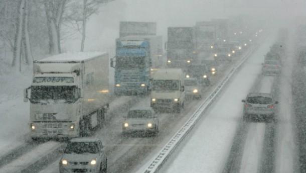 Chaotischer Verkehr, Tausende eingeschneit