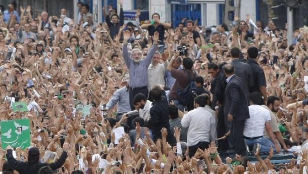 Schüsse bei Massenprotest in Teheran