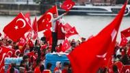 Tausende Erdogan-Anhänger bei Großdemonstration