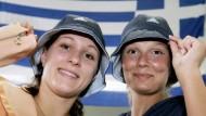 Auf nach Griechenland: Hannah Stockbauer und Franziska van Almsick (re.)