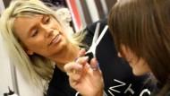 Trotz abgeschlossener Ausbildung sind neun von zehn Friseuren Geringverdiener