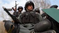 Bewaffnete greifen Militärkrankenhaus in Kabul an