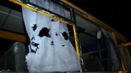 Mindestens zehn Tote nach Schüssen auf einen Bus
