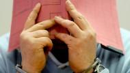 Kliniken äußern sich zu angeklagtem Pfleger