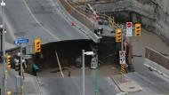 Riesiges Erdloch in Ottawa verschluckt Minibus